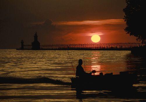 About Night Fishing